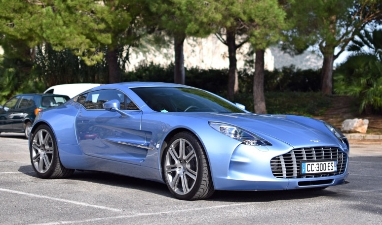 mako blue aston martin one 77 sighted in france motorward 774x457. Black Bedroom Furniture Sets. Home Design Ideas