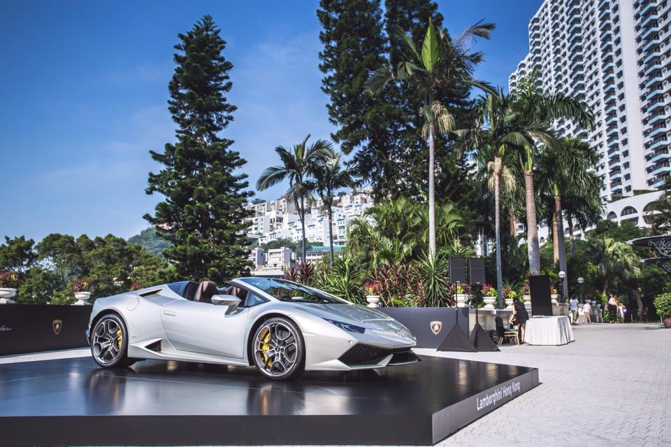 Silver Lamborghini Huracan Spyder Shows Up in Hong Kong