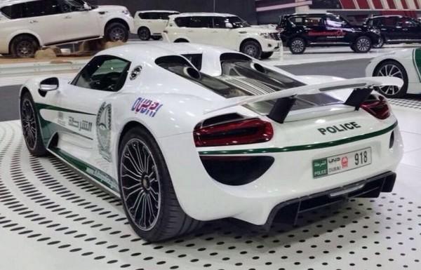 Dubai Police Porsche 918-3