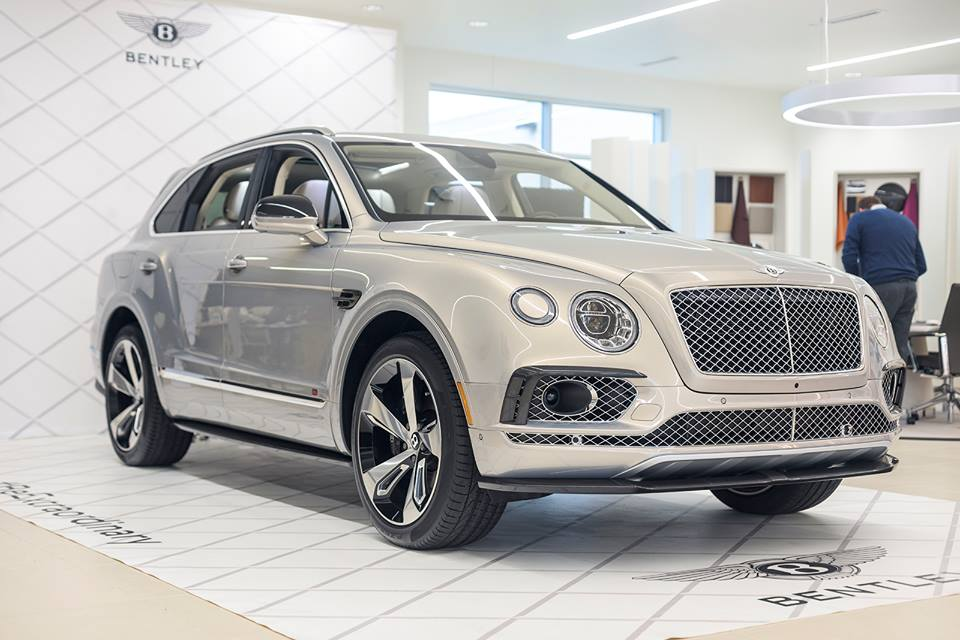 an in depth look at 2016 bentley bentayga. Black Bedroom Furniture Sets. Home Design Ideas