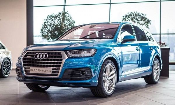 Long Beach Blue Audi Q7-0