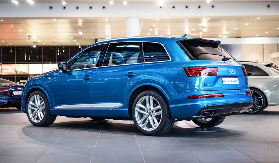 Exclusive Long Beach Blue Audi Q7