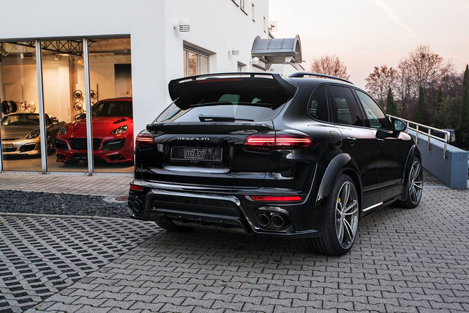 techart porsche cayenne magnum looks mean in black. Black Bedroom Furniture Sets. Home Design Ideas