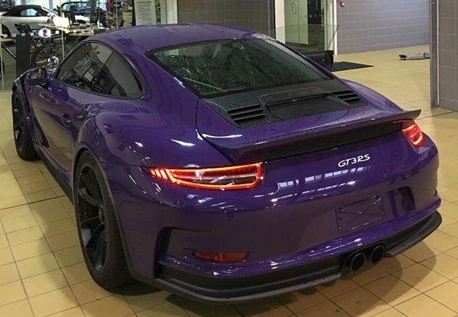 Creepy Wingless Porsche 911 Gt3 Rs