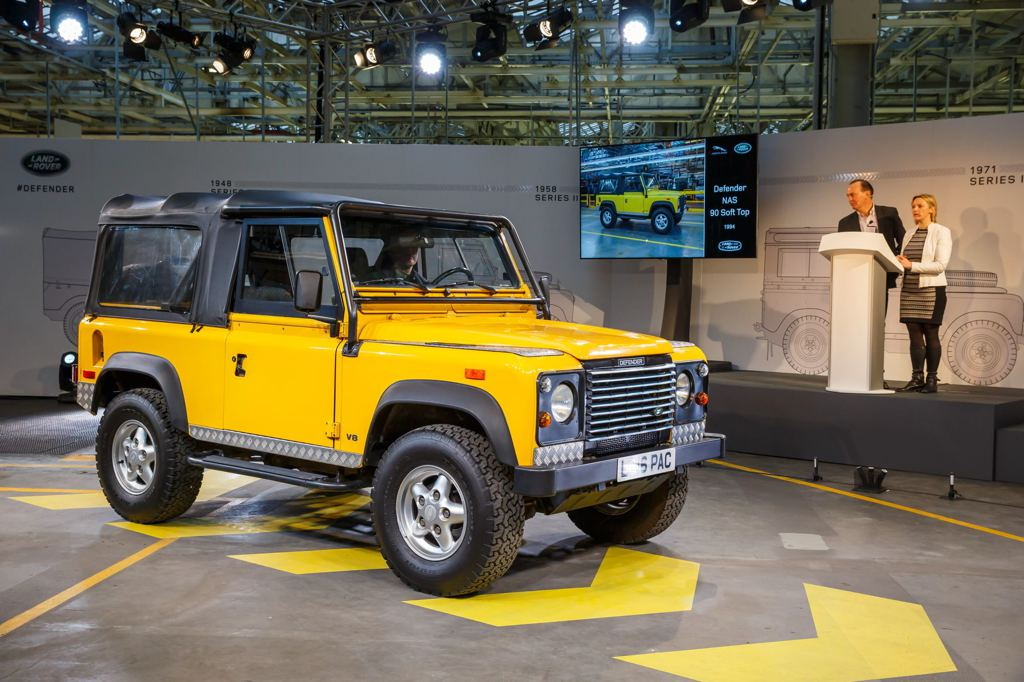 last of the current land rover defender rolls off the line. Black Bedroom Furniture Sets. Home Design Ideas