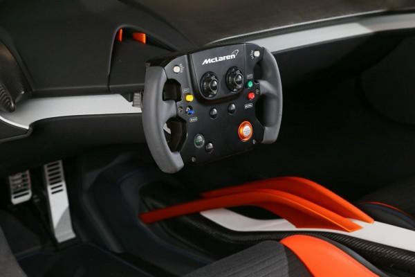 McLaren 675LT JVCKenwood-3