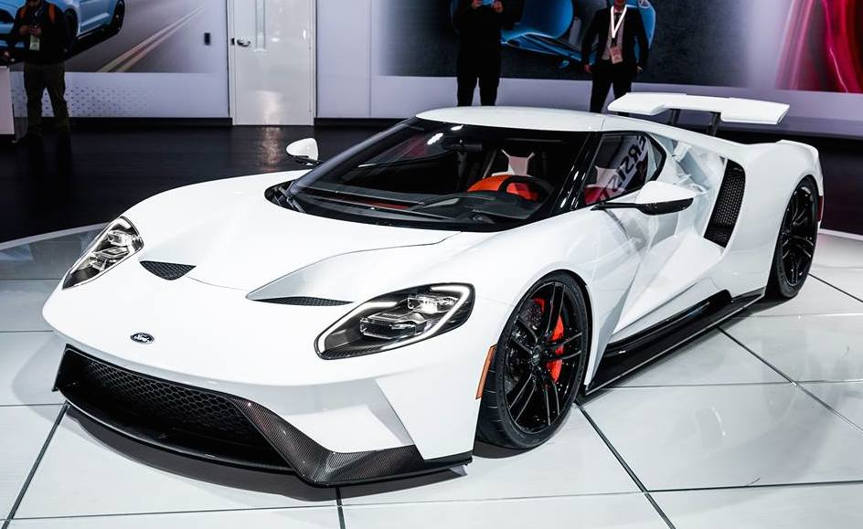 new ford gt in white is a sight to behold. Black Bedroom Furniture Sets. Home Design Ideas