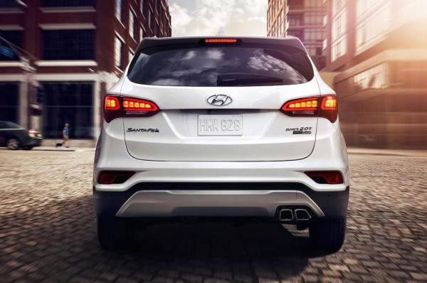 2017 Hyundai Santa Fe 3 600x398 at 2017 Hyundai Santa Fe Revealed with Many Upgrades