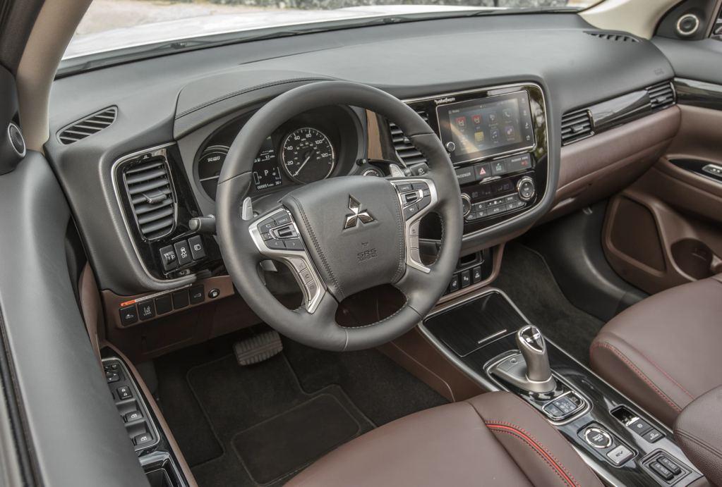 Official: 2017 Mitsubishi Outlander PHEV