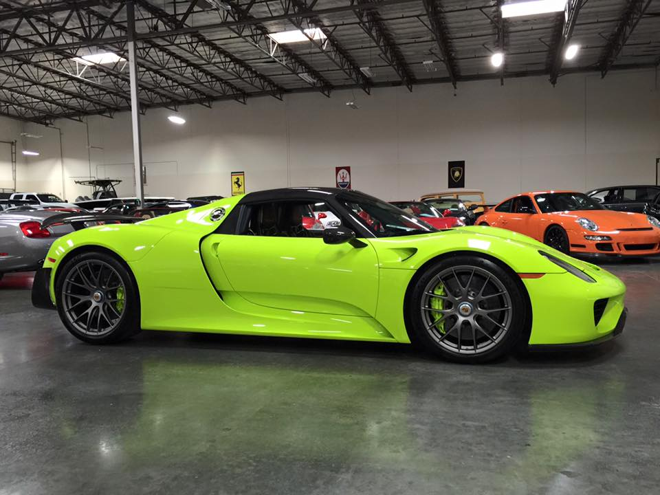 gallery up close with acid green porsche 918. Black Bedroom Furniture Sets. Home Design Ideas