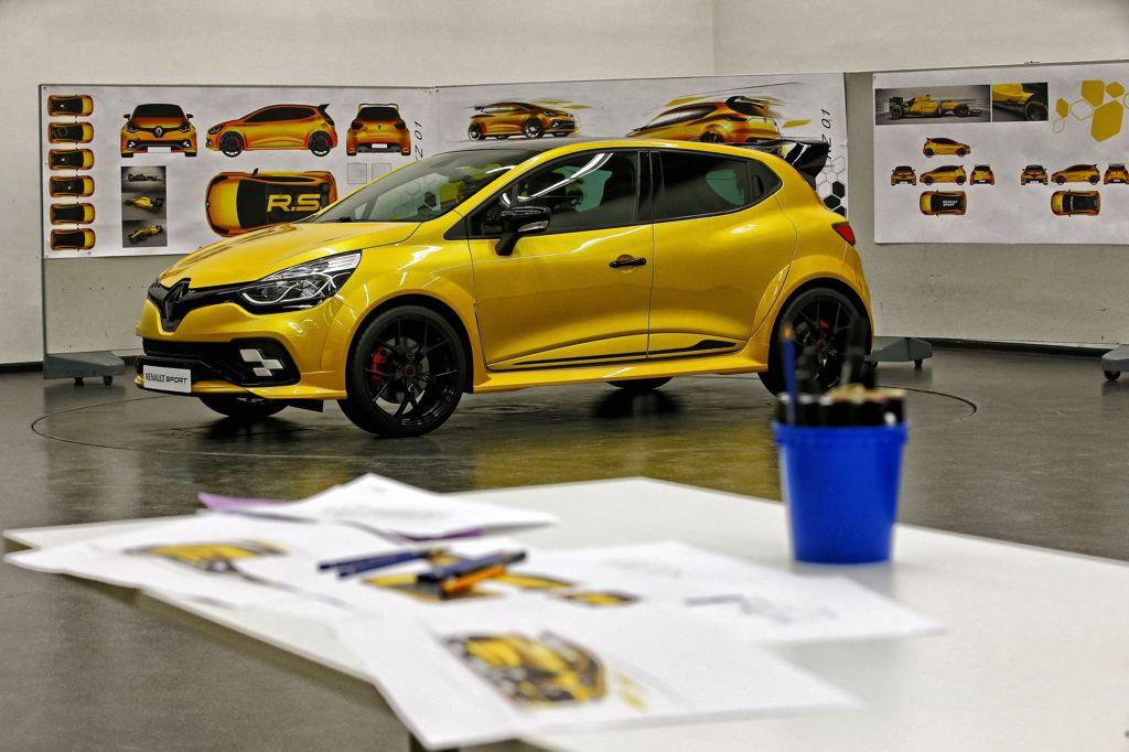 Lastcarnews: Official: Renault Clio RS 16