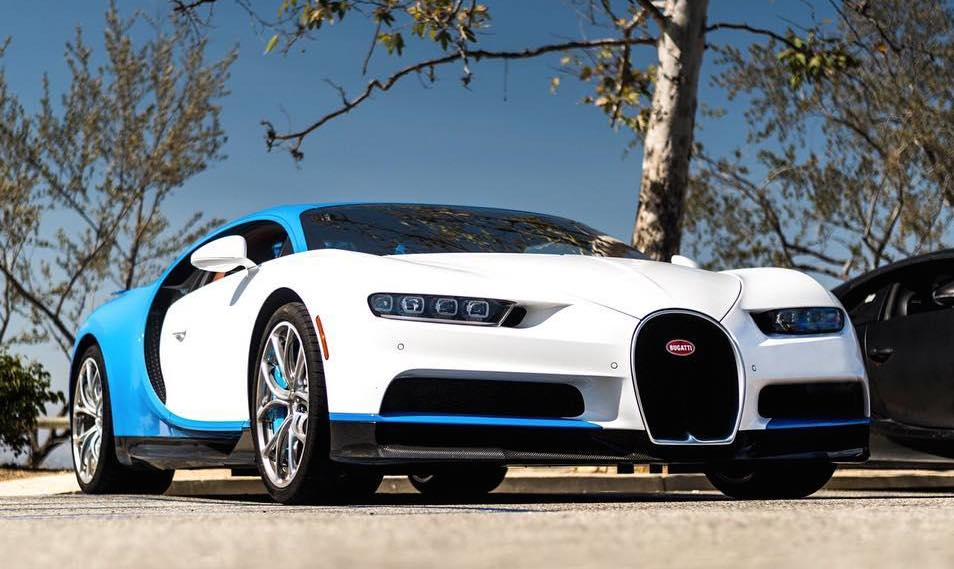 4x bugatti chiron filmed driving in los angeles. Black Bedroom Furniture Sets. Home Design Ideas