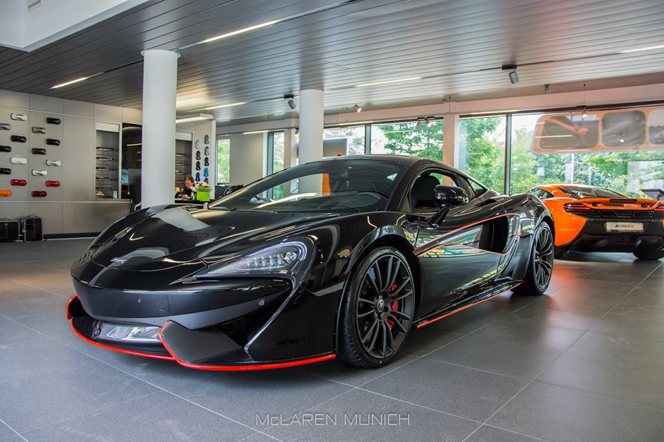 Spotlight Onyx Black Mclaren 570s