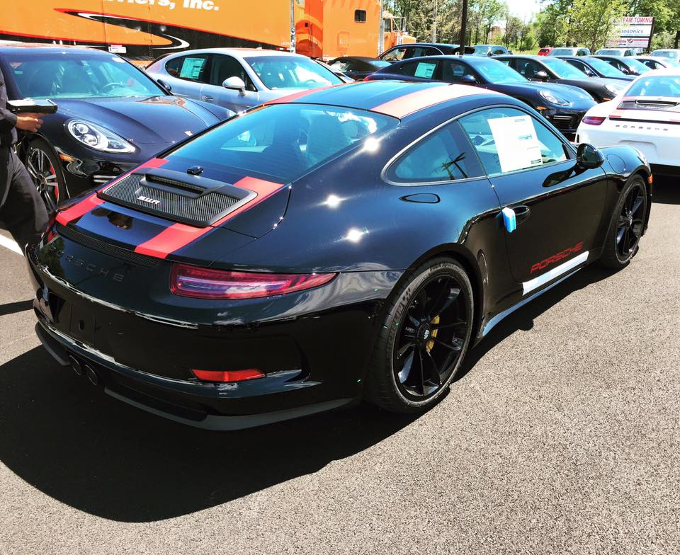 porsche 911 r triplet at illinois showroom. Black Bedroom Furniture Sets. Home Design Ideas