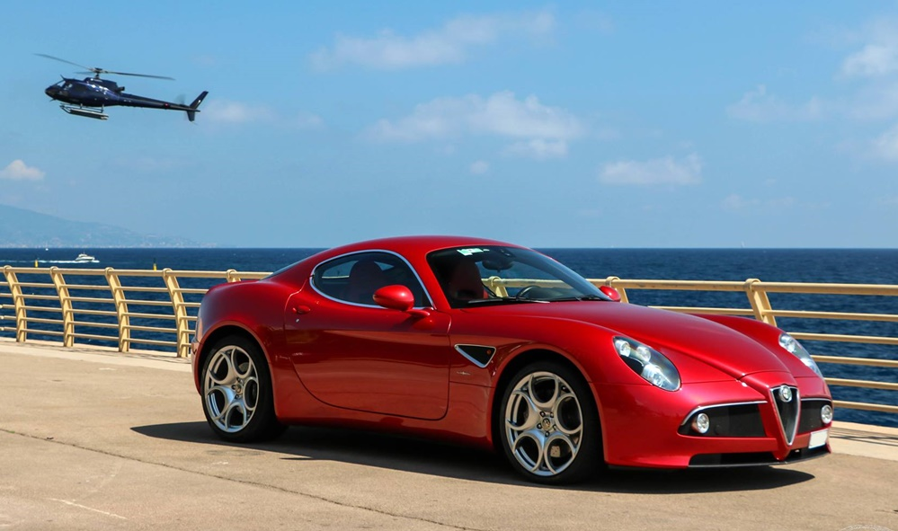 eye candy alfa romeo 8c and the sea. Black Bedroom Furniture Sets. Home Design Ideas
