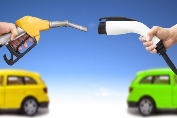 Fossil-Fuels-Vs-Electric-Vehicles