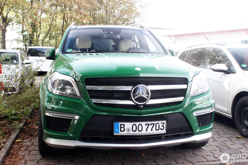 Green on green mercedes gl63 amg spotted in berlin for Mercedes benz gl63 amg