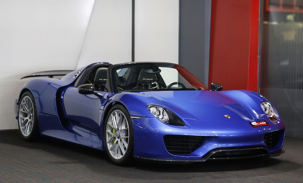 metallic blue porsche 918 weissach is a sight to behold. Black Bedroom Furniture Sets. Home Design Ideas