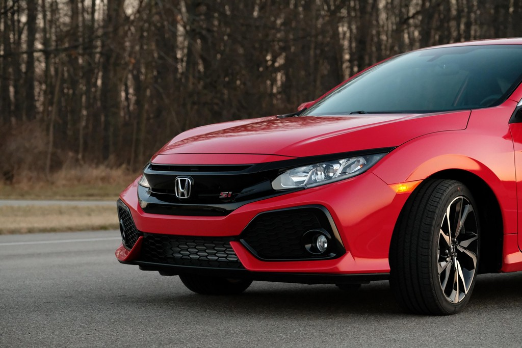 official 2017 honda civic si coupe and sedan. Black Bedroom Furniture Sets. Home Design Ideas