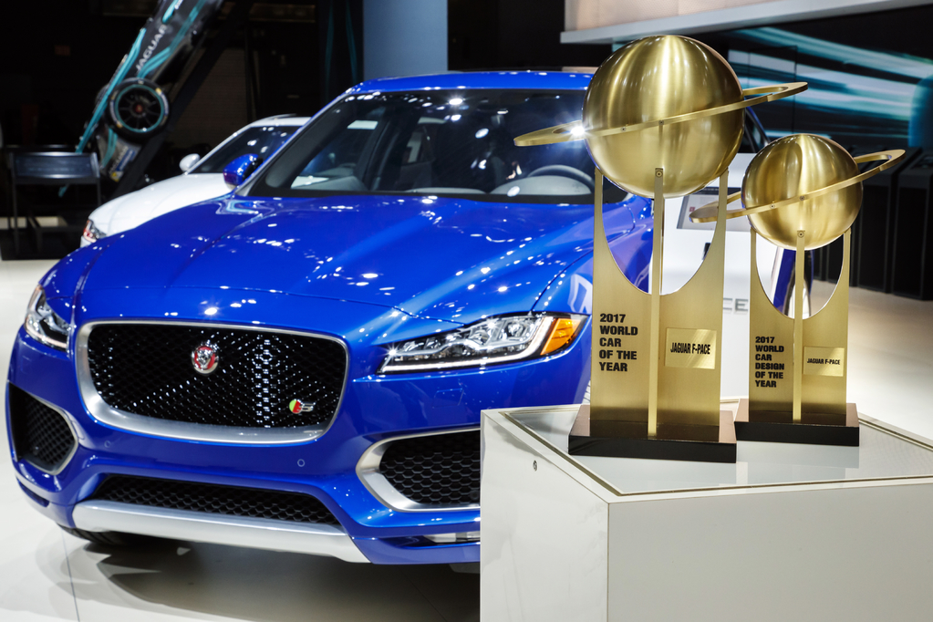 jaguar f pace wins 2017 world car of year award. Black Bedroom Furniture Sets. Home Design Ideas