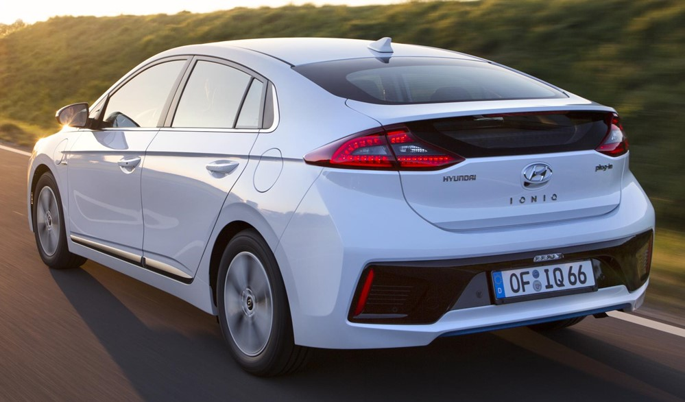hyundai ioniq plug in hybrid goes on sale in uk. Black Bedroom Furniture Sets. Home Design Ideas