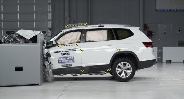 atlas iihs crash test 600x322 at 2018 VW Atlas Named a Top Safety Pick by IIHS