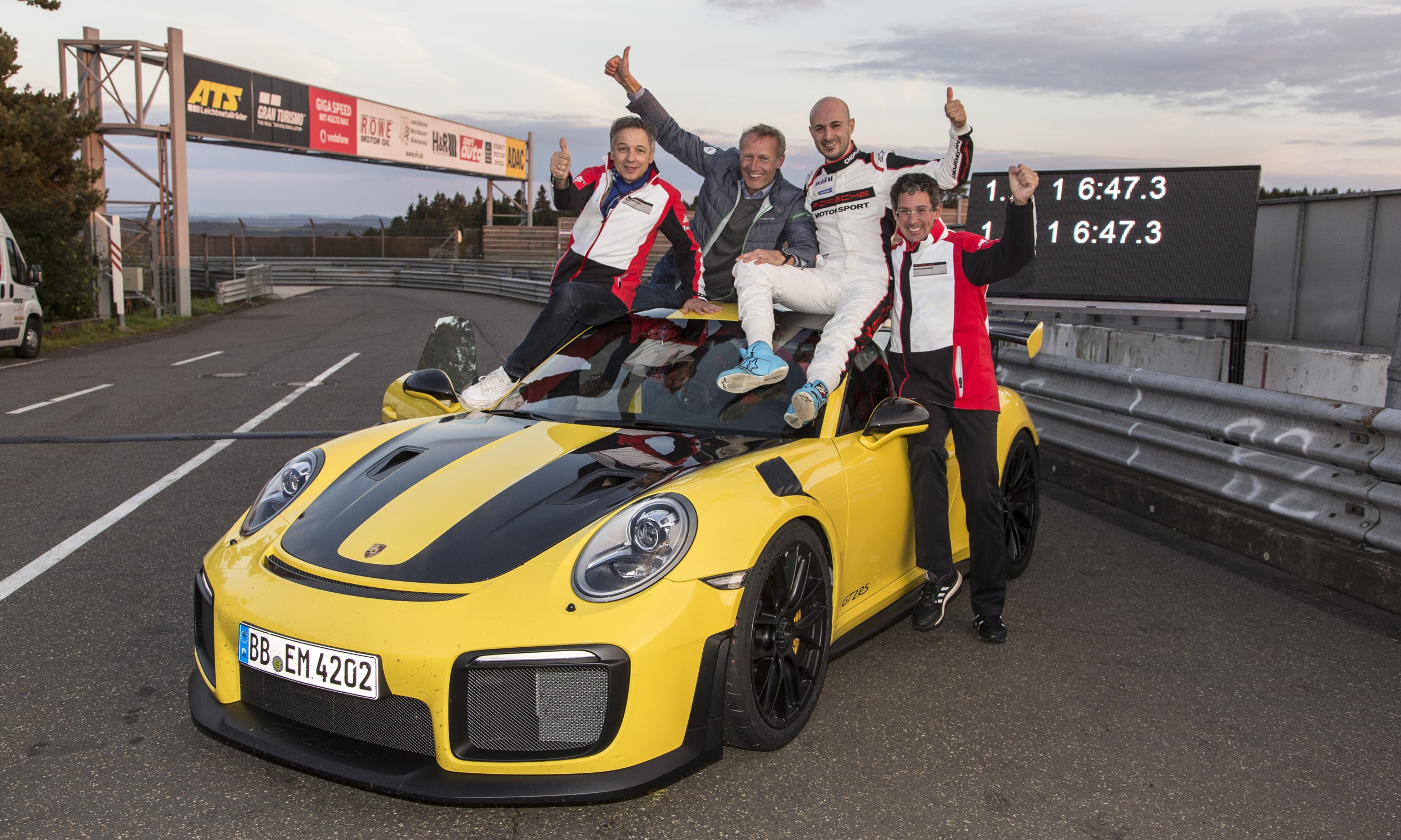 2018 porsche 911 gt2 rs nurburgring record is in 6 47 3. Black Bedroom Furniture Sets. Home Design Ideas