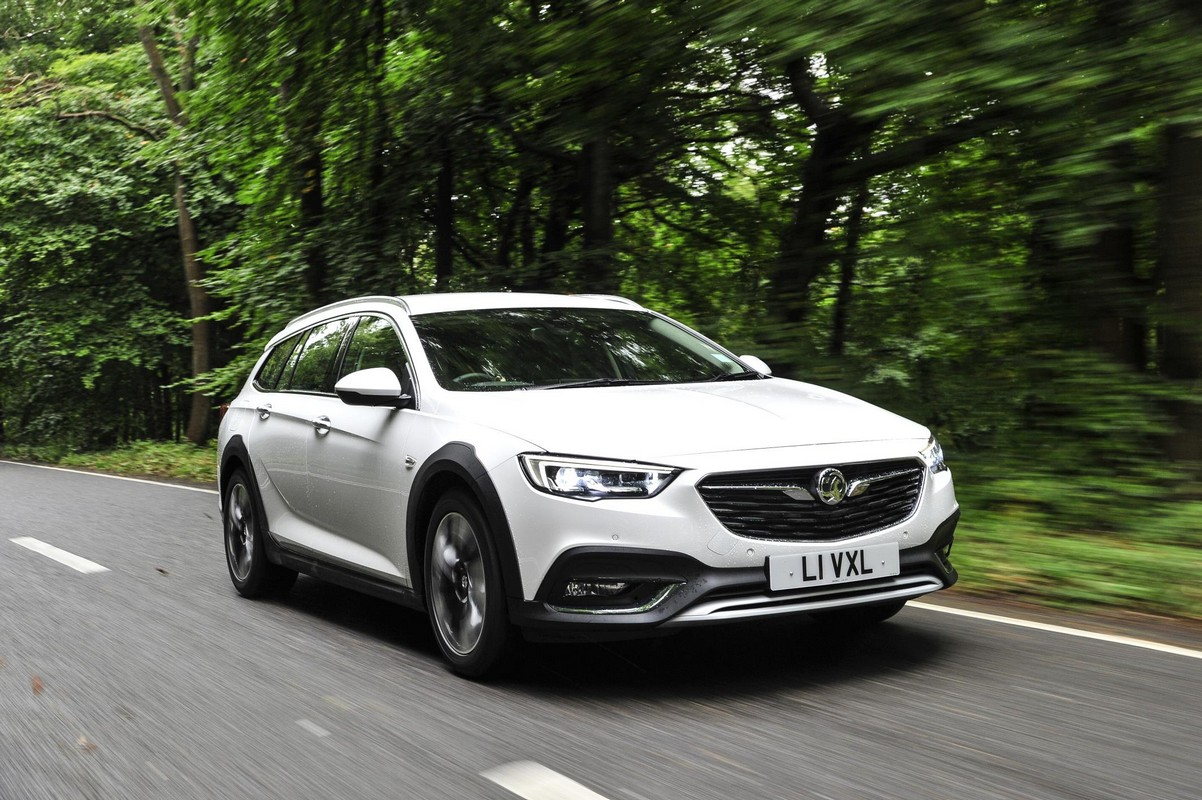 2018 vauxhall insignia country tourer pricing and specs. Black Bedroom Furniture Sets. Home Design Ideas