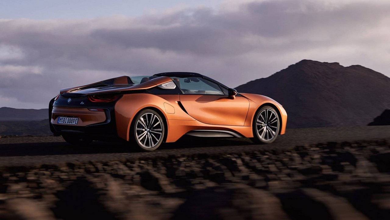 bmw i8 roadster comes with increased range good looks. Black Bedroom Furniture Sets. Home Design Ideas