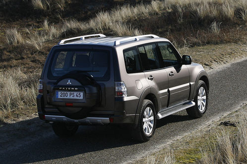 2010 Mitsubishi Pajero 5 at 2010 Mitsubishi Pajero with new engine and options