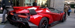€3.3 Million Lamborghini Veneno Roadster Filmed Up Close