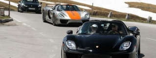 Five Porsche 918 Spyders Attack the Alps