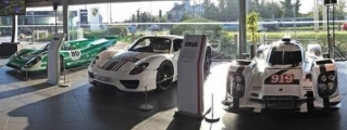 Porsche 917, 918 Spyder and 919 Hybrid Spice Up Macan's UK Preview