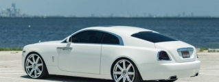 White Rolls-Royce Wraith Looks Stunning on Vellano 24s
