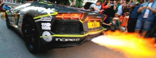 Lamborghini Aventador Shoots the Longest Flames!