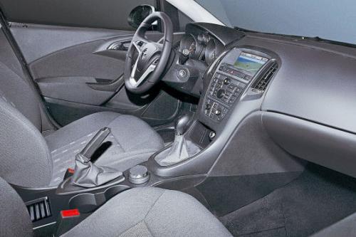 2010 Opel Astra Interior