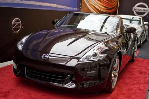 nissan 370z roadster live pictures from new york. Black Bedroom Furniture Sets. Home Design Ideas