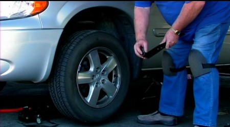 Change Car Tire at How to Change a Car Tire