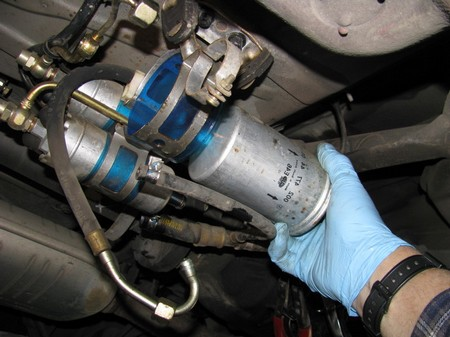 Cars Fuel Filter 5 at How to Replace a Car's Fuel Filter