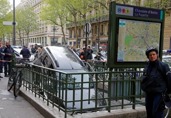 car in metro 2 at Man drives car down Paris Metro stairs