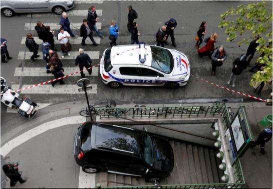 car in metro 4 at Man drives car down Paris Metro stairs
