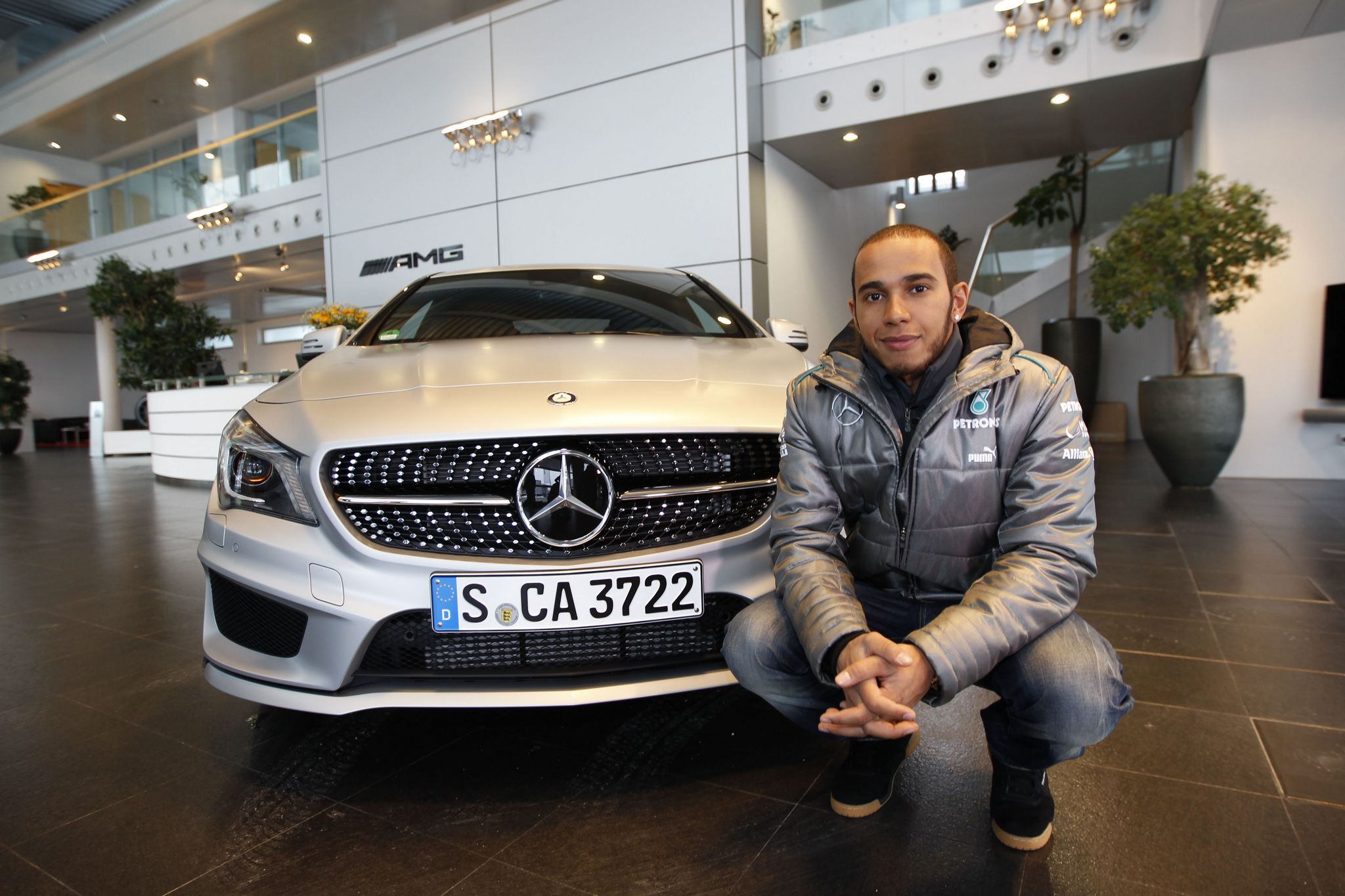 Video Lewis Hamilton Makes Stuttgart Debut