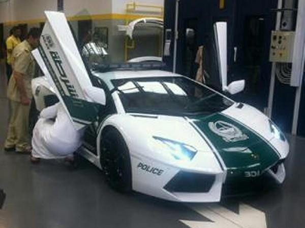 Lamborghini Aventador Patrol Car 1 600x450 at Dubai Police Gets Lamborghini Aventador Patrol Car