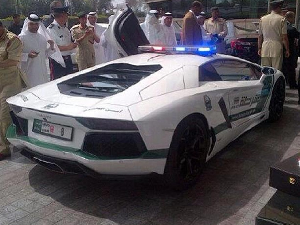 Lamborghini Aventador Patrol Car 2 at Dubai Police Gets Lamborghini Aventador Patrol Car
