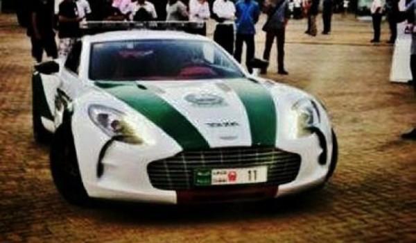 dubai police aston one 77 1 600x350 at Dubai Police Strikes Again: This Time with Aston Martin One 77!