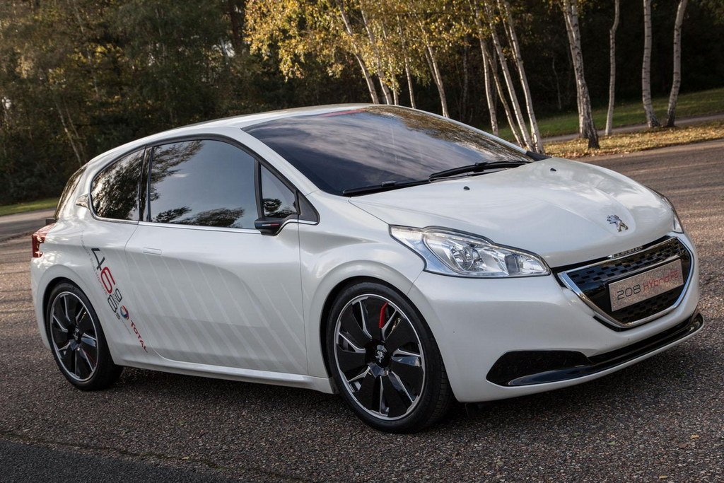 Peugeot 208 Hybrid Concept In Action