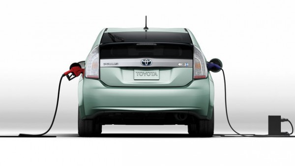 prius charging 600x337 at The 2014 Prius Plug in: What to Know