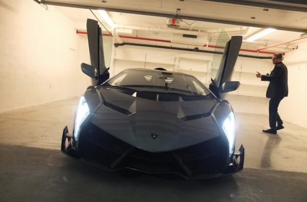 Lamborghini Veneno delivery 0 600x394 at First Lamborghini Veneno Delivered to Buyer in Miami