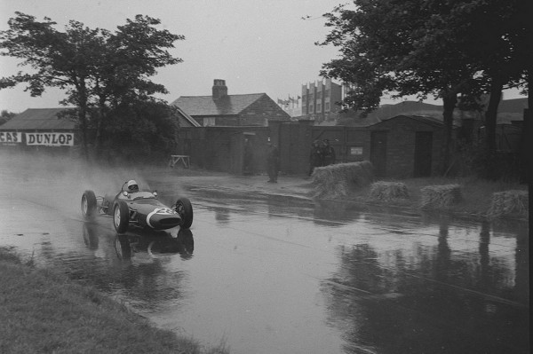 Stirling Moss 1961 Grand Prix 600x399 at Most Exciting Wet Races in Formula One History