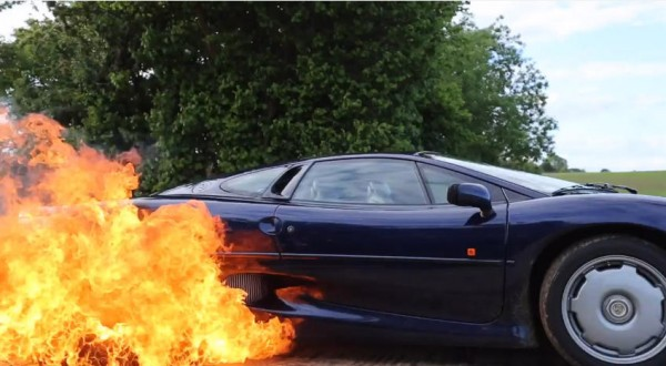 Fiery Jaguar XJ220 600x330 at Fiery Jaguar XJ220 Burnout Is Awesome but Kinda Sick